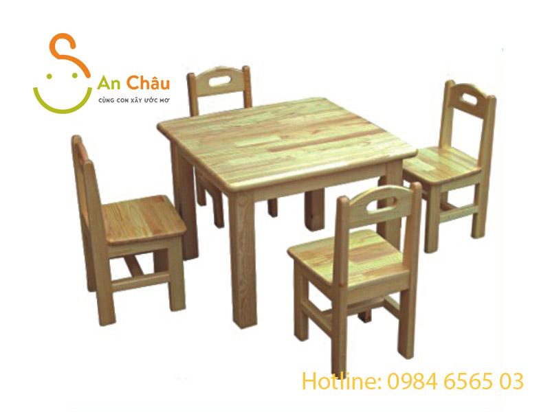 bàn gỗ thông hình vuông